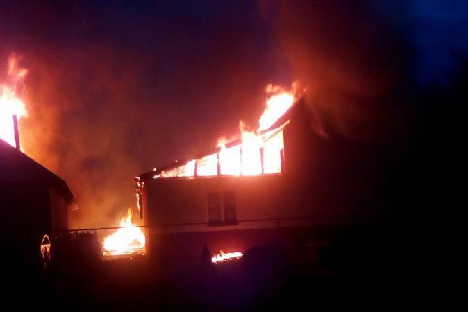 Az imaház és óvoda lángokban