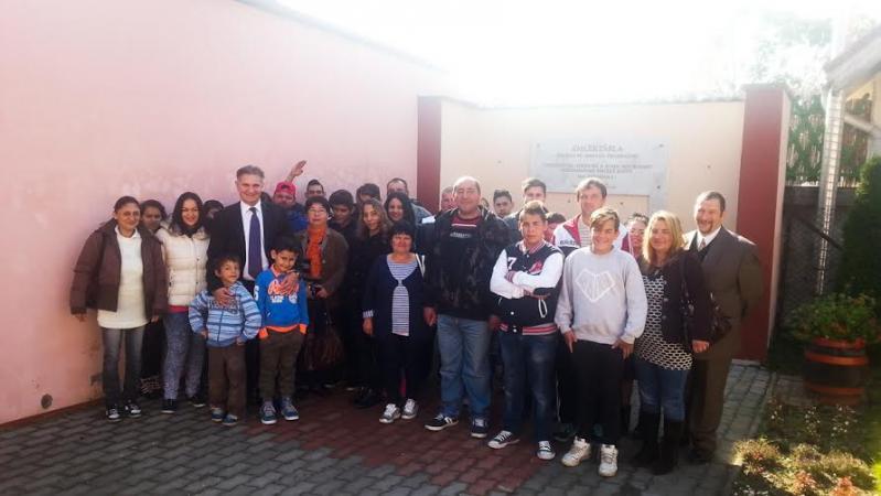 Látogatók a csepeli roma holokauszt központban