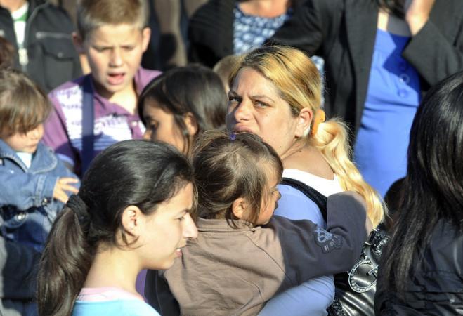 Roma women and children
