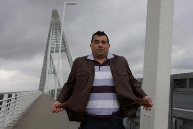 A Megyeri hídon-üres a zseb
