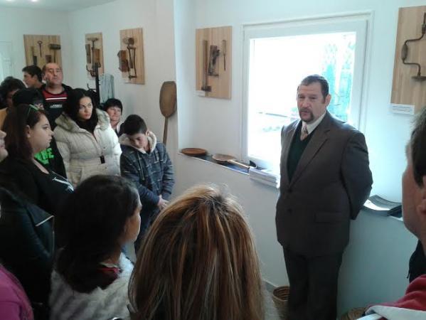 3-Látogatók a csepeli roma holokauszt központban