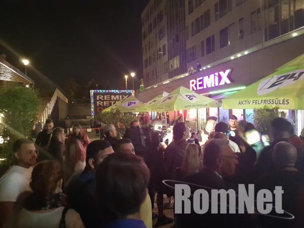 Tiltakozó akció a Remix előtt