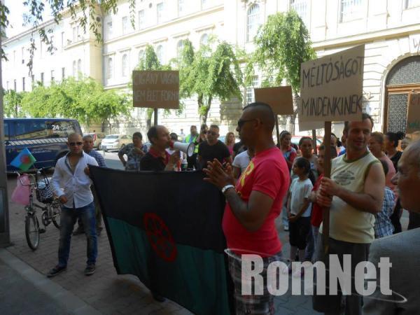 tüntetéssss